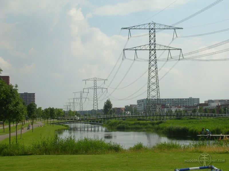 Donaumasten voor 380 kV bij Krimpen aan den IJssel