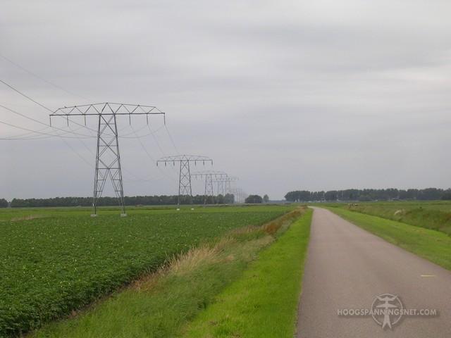 Laag hangende 110 kV-geleiders aan een oude verbinding in Drenthe