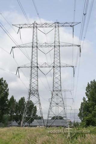 Bescheiden antenne-opstelling in kleerkastmast (foto door ET)