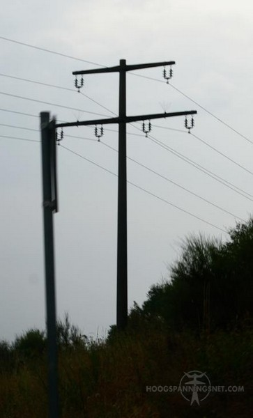Slechte foto van een Duitse ronde mast voor 30 kV