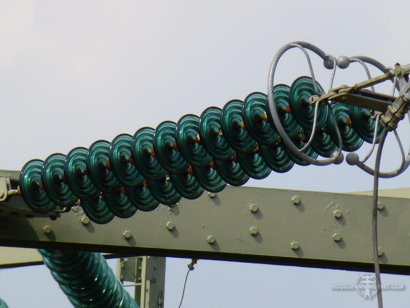 Coronaringen op het uiteinde van een isolator