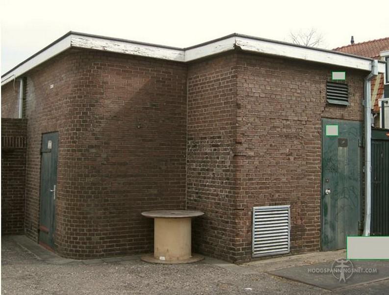 Trafogebouwtje ergens verstopt in de stad